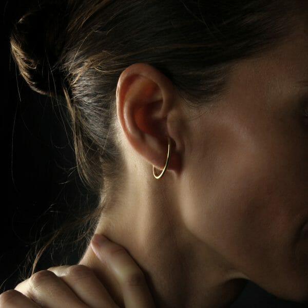 Gold earring -piercing-like