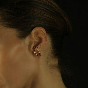 Piercing-like gold earring