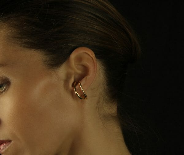 Piercing-like gold earring
